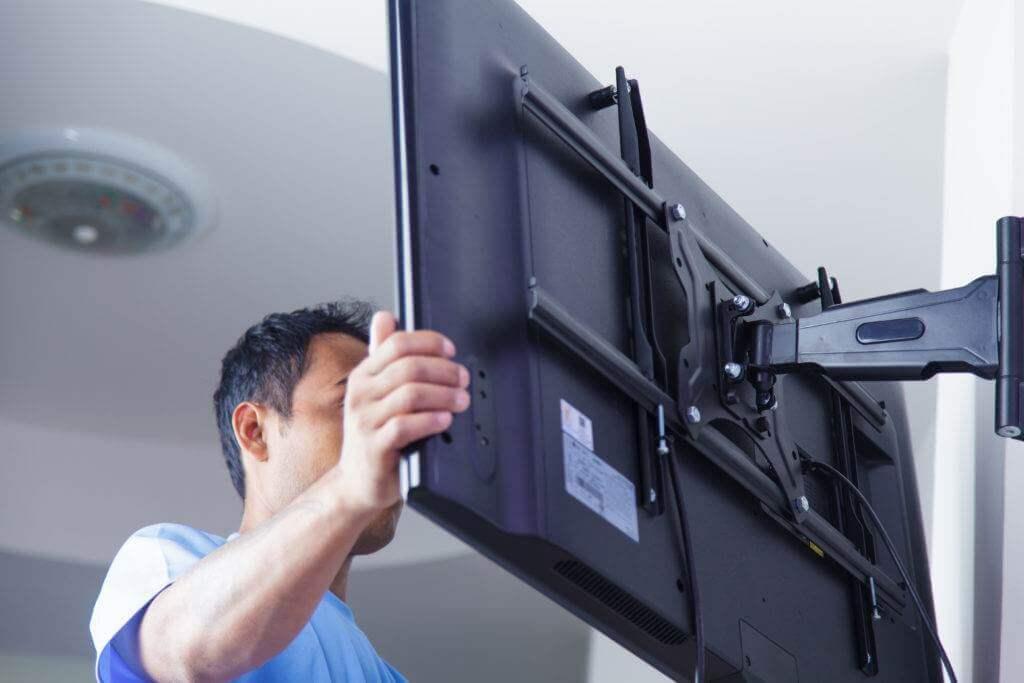 Uchwyt do telewizora na ścianę - montaż telewizora