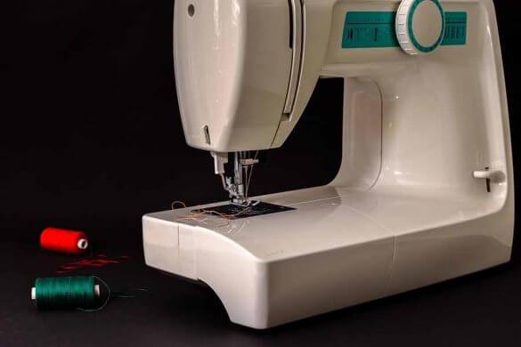 Maszyny do szycia powracają do łask, zwłaszcza wśród młodych osób.